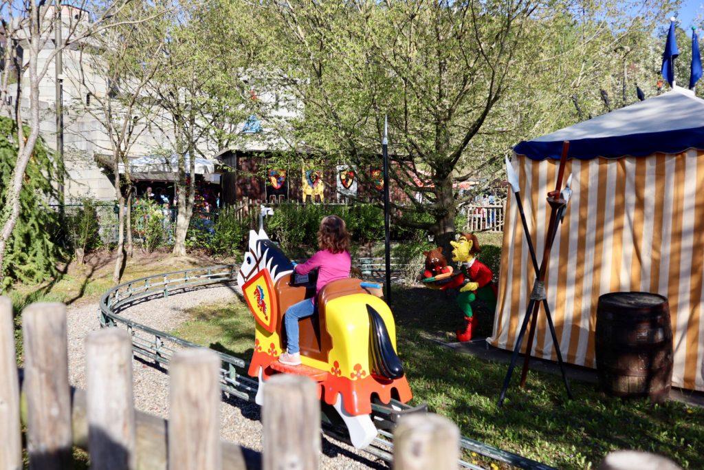Bambina su cavallo a Legoland