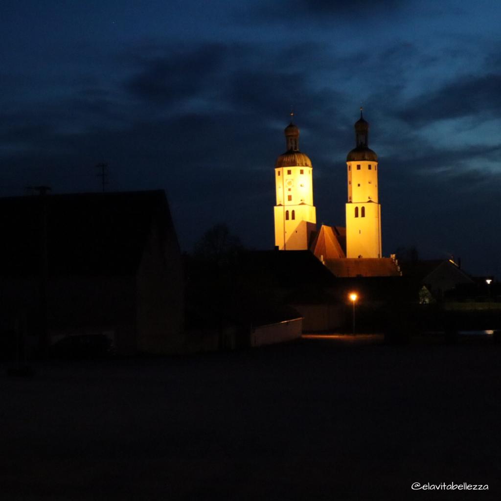 le torri campanarie di Wemding nella piana del Ries