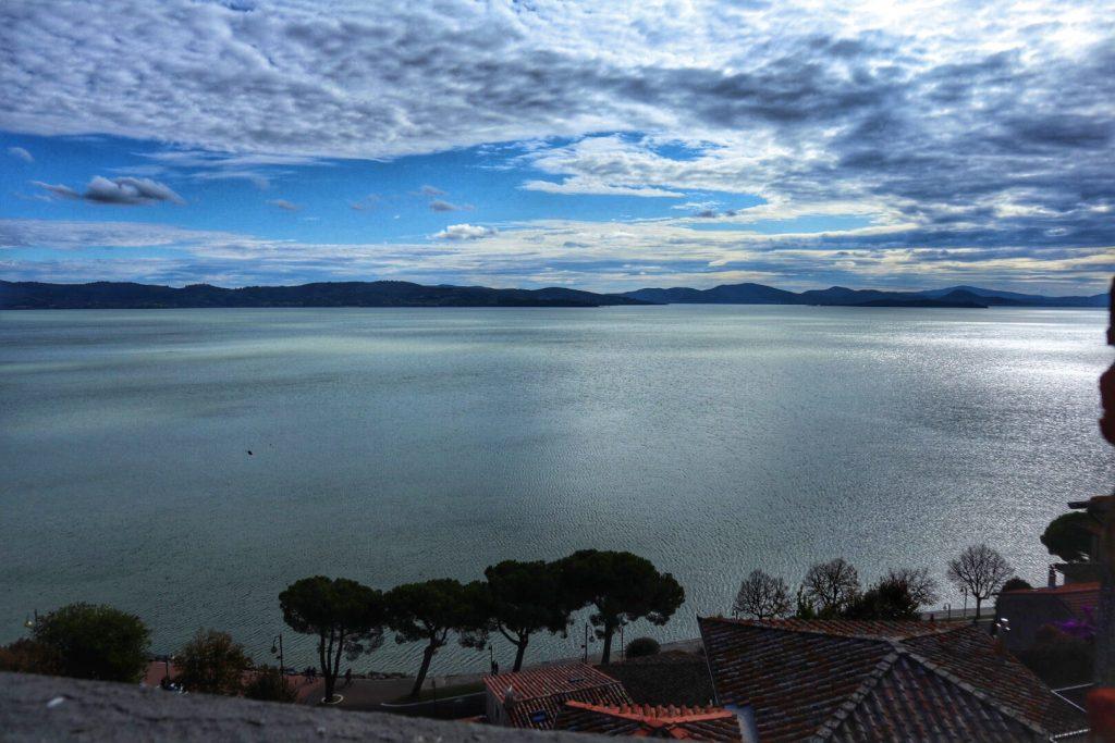 Umbria in camper, la vista del lago dalla Rocca
