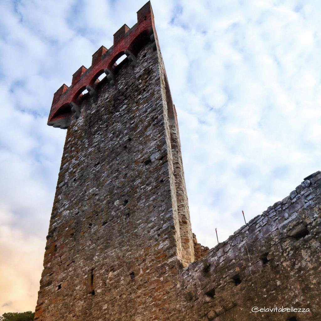 La torre triangolare dì Passignano. Umbria in camper
