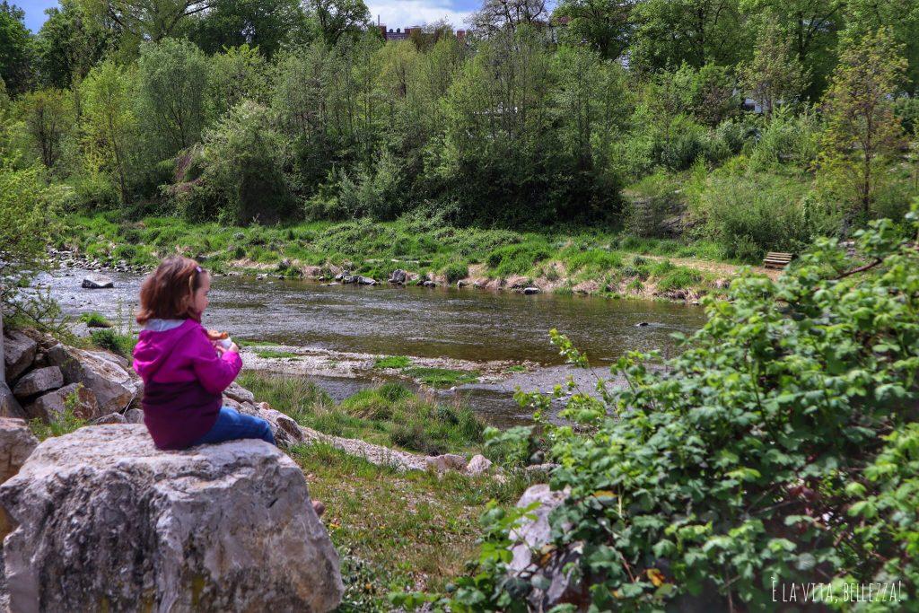 Augsburg, fiume dietro area camper