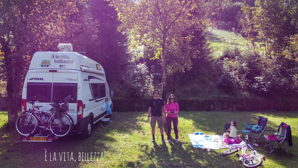 Noi quattro, il verde e il camping Maniva a San Colombano